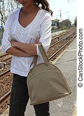 женщина, ожидание, для, поезд