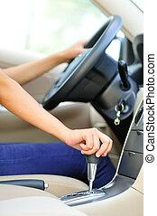 женщина, переключение, шестерня, водитель, придерживаться