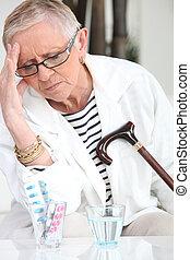 женщина, пожилой, головная боль