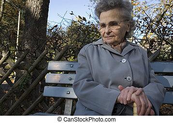 женщина, пожилой