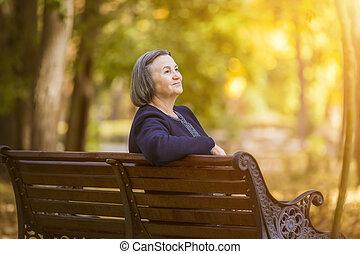 женщина, сидящий, парк, пожилой, скамейка, осень