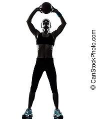 женщина, силуэт, разрабатывать, exercising, мяч, фитнес