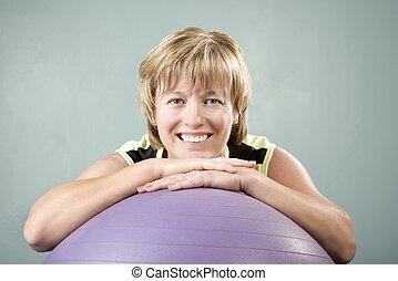 женщина, склонность, на, упражнение, мяч