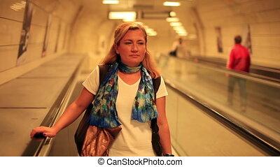 женщина, станция