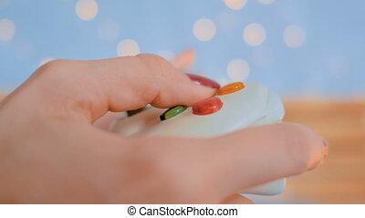 женщина, с помощью, джойстик, или, gamepad