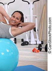 женщина, с помощью, упражнение, мяч