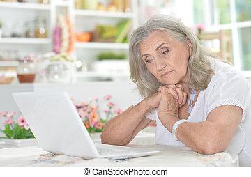 женщина, устала, портативный компьютер, с помощью, портрет, старшая