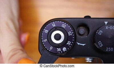 женщина, фотограф, метраж, adjusts, молодой, камера, ретро, стрельба, кавказец