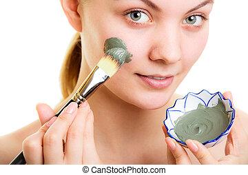 женщина, applying, face., глина, маска, грязи, кожа, care.