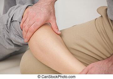 женщина, calves, massaging, человек
