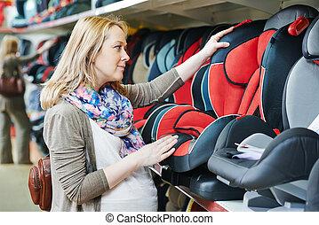 женщина, choosing, ребенок, автомобиль, сиденье