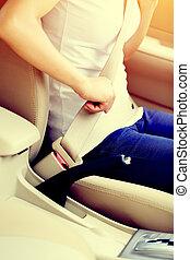женщина, driving, автомобиль, пряжка, водитель, вверх, сиденье, ремень, до
