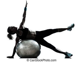 женщина, exercising, фитнес, мяч, разрабатывать