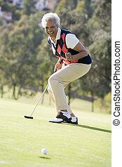 женщина, playing, игра, of, гольф