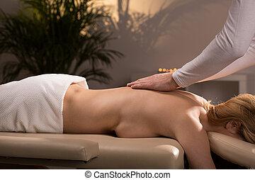 женщина, relaxing, в течение, массаж
