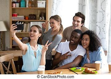 женщина, selfie, молодой, разнообразный, friends., изготовление, счастливый