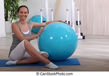 женщина, with, упражнение, мяч