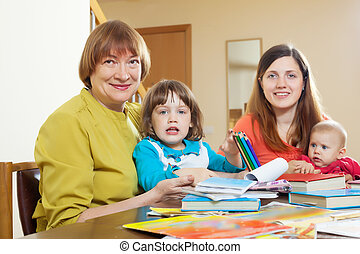 женщины, of, три, поколения, в, таблица