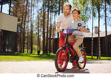 заботливая, папа, обучение, his, сын, к, поездка, , велосипед