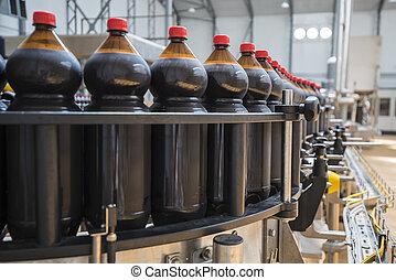 закрыть, вверх, of, пластик, бутылка, промышленность, на, , конвейер, ремень