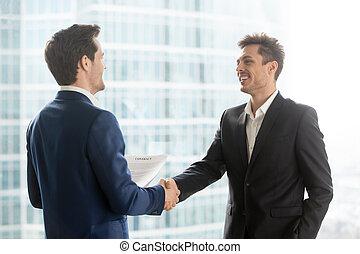 здание, partners, бизнес, город, доволен, руки, shaking, счастливый