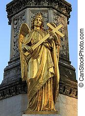 золото, ангел, держа, , пересекать, скульптура, фонтан, перед, кафедральный собор, в, загреб, хорватия