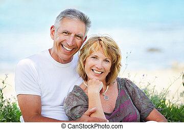 зрелый, пара, улыбается