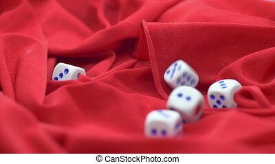 игральная кость, прокатка, на, красный, сатин, медленный,...