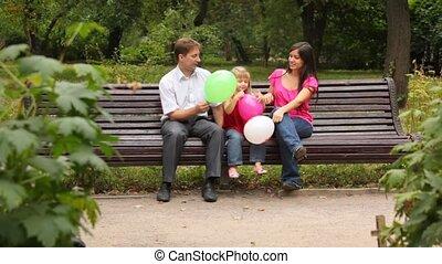 играть, семья, сидящий, парк, скамейка, игра, balloons