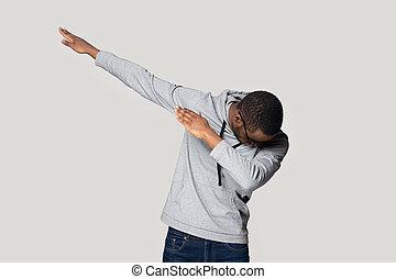 изготовление, gesture., мазок, американская, парень, счастливый, африканец, спортивная одежда, молодой