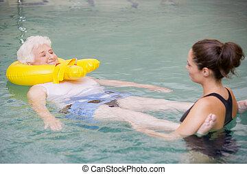 инструктор, and, пожилой, пациент, undergoing, воды, терапия