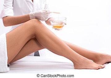 искусный, косметолог, undergoing, waxing, процедура
