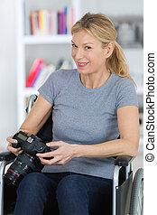 камера, инвалидная коляска, женщина, с помощью