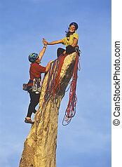 команда, of, камень, climbers, reaching, , summit.