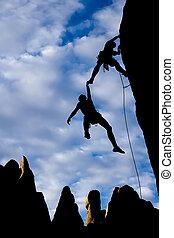 команда, of, climbers, в, danger.