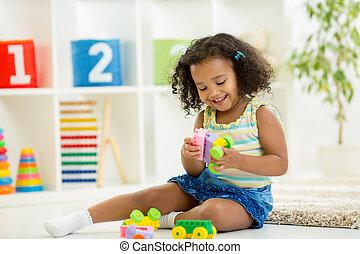 комната, детский сад, toys, девушка, playing, дитя