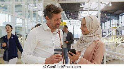 конференция, люди, бизнес, с помощью, фойе, смартфон