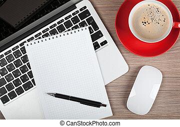 кофейная чашка, портативный компьютер, блокнот, пустой, над