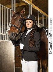 красивая, девушка, with, ее, лошадь, в, , стойло