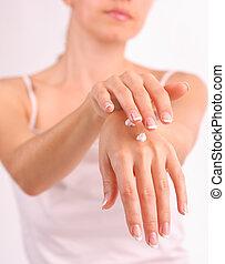 красивая, женщина, крем, puts, руки