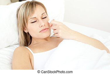 красивая, портрет, лежащий, больной, постель, женщина
