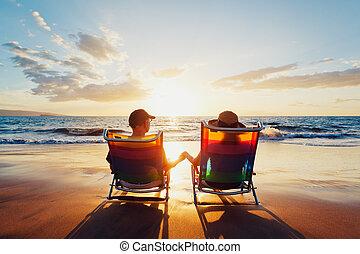 красивая, романтический, пара, закат солнца, enjoying, пляж, счастливый