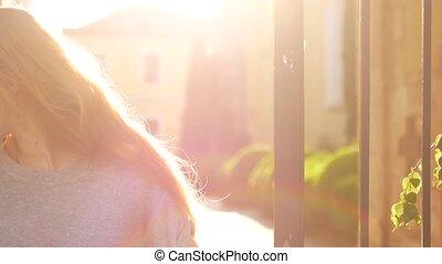 красивая, blowing, вверх, молодой, hair., закрыть, портрет, woman., ветер