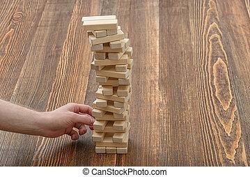 крупный план, руки, of, человек, pulls, вне, деревянный,...