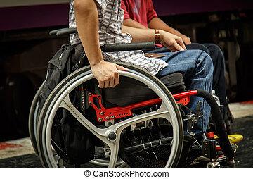 крупный план, of, мужской, рука, на, колесо, of, инвалидная...