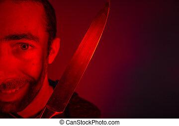 крупным планом, of, зловещий, человек, держа, , нож, and, ищу, в, камера