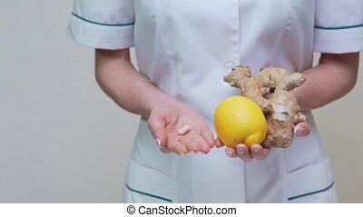 лимон, держа, стиль жизни, имбирь, врач, диетолог, витамин, -, концепция, корень, пилюля, здоровый