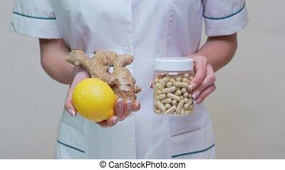 лимон, держа, стиль жизни, имбирь, врач, диетолог, витамин, -, концепция, корень, pills, здоровый