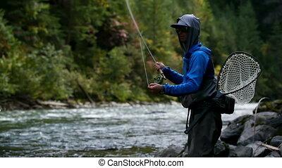 ловит рыбу, боковая сторона, поток, посмотреть, лес, кавказец, рыбак, солнечно, 4k, день, яркий, молодой