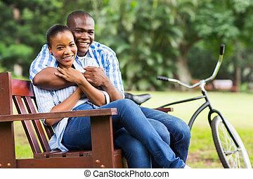 любящий, афро, американская, пара, на открытом воздухе